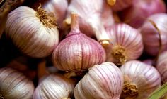 In Sicily you can find this beautiful red garlic, but any garlic will do!