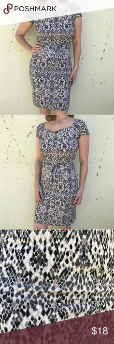 Stretch jersey PRINT DRESS Tie waist sheath MIDI Perfectly all purpose DRESS in a medley of earth tones POLKA dot pattern. Understated color palette for maximum versatility. MIDI length, matching sash belt to cinch at the waist in comfort. Marked as an XS, but this fits a medium! (1010) Dresses Midi