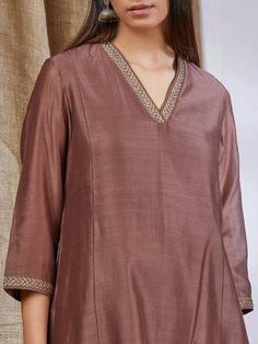 Salwar Suit Neck Designs, Silk Kurti Designs, Churidar Designs, Kurta Neck Design, Neck Designs For Suits, Kurta Designs Women, Dress Neck Designs, Blouse Designs, Plain Kurti
