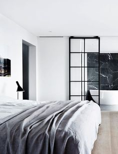 Glasvägg i sovrum