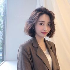 (notitle) Sure, the bushy perms of the might be out of vogue, but there are plenty of hair perms Korean Short Hair, Short Curly Hair, Short Hair Cuts, Bob Hairstyles For Thick, Permed Hairstyles, Medium Hair Styles, Curly Hair Styles, Ulzzang Hair, Middle Hair