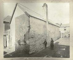 Cumberland Place,Caraher Lane, Sydney in 🌹 Kent Street, Essex Street, The Rocks Sydney, Bubonic Plague, Harbor Bridge, Darling Harbour, City Road, Historical Images, Slums