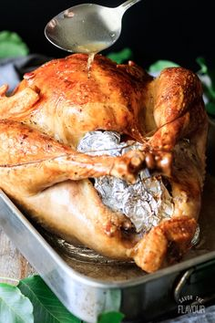 How to roast a turkey is an easy recipe for beginners that want to cook a whole turkey in a roasting pan without a rack for Thanksgiving. Southern Thanksgiving Recipes, Easter Dinner Recipes, Thanksgiving Turkey, Christmas Recipes, Easy Weeknight Meals, Easy Meals, Dinner On A Budget, Budget Dinners, Whole Turkey Recipes