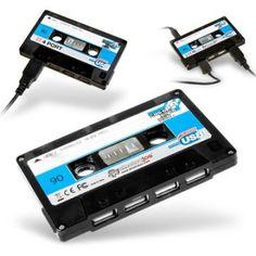 Für alle Nostalgiker, die es vermissen, Tapes mit ihren Lieblingssongs zusammenzustellen, gibt es jetzt diesen 4-fachen USB-Hub in Kassettenform, der Erinnerungen an die gute alte Zeit weckt. :)