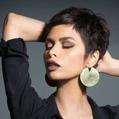 Best Short Pixie Haircut And Color Design For Cool Woman - Page 22 of 71 - Latest Fashion Trends For Woman Very Short Hair, Short Hair Cuts For Women, Short Hair Styles, Pixie Hairstyles, Vintage Hairstyles, Cool Hairstyles, Hairstyles Videos, Everyday Hairstyles, Formal Hairstyles