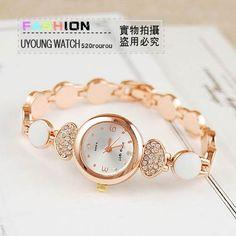 Relógio Bracelete Feminino Banhado A Ouro, Formato Coração - $79.90 Fancy Watches, Rose Gold Watches, Elegant Watches, Beautiful Watches, Stylish Watches For Girls, Trendy Watches, Stylish Jewelry, Luxury Jewelry, Hand Watch