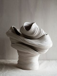 Riche Saumon Wei works under the pseudonym Zhu Ohmu and created assurance ceramic vessels called Coil-pots. The introductif forme for the pieces ce qui a. Pottery Sculpture, Sculpture Art, Ceramic Sculptures, Kintsugi, Ceramic Vase, Ceramic Pottery, Keramik Design, Coil Pots, Deco Nature