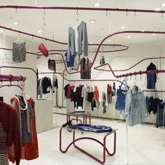Eifini, em Chengdu, China. Projeto do escritório SAKO Architects. #moda #atitude #fashion #fashionattitude #lojaconceito #conceptstore #storedesign #interior #interiores #artes #arts #art #arte #decor #decoração #architecturelover #architecture #arquitetura #design #projetocompartilhar #davidguerra #shareproject #eifini #chengdu #china #sakoarchitects