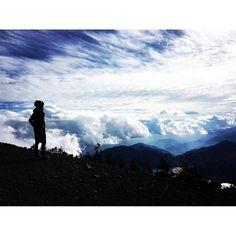 【ha_o_to】さんのInstagramをピンしています。 《days in tokyo ・ ・ 「山頂で格好良く写真を撮るシリーズ」 ・ ・ オモポジ次回作の構想を練りながら ・ 今日も男気溢れる男体山のpic ・ シルエットにすると大体格好良く写る ・ 作家の皆さんは生みの苦しみとかあるようですが ・ オモポニストの僕には無縁の悩み ・ どうしてなのか?と毎回不思議なほど何かが必ず起こる ・ ・ ・ #東京から4時間は遠い #でもまた行きたい山 #遠い目をしてアルピニスト気取って陶酔するデビュー2ヶ月目の僕 #帰りにいろは坂でバスのアトラクションを一緒に体感した方々 #もしこのインスタに気付いたらコメくれたら嬉しいです ・ ・ #japan #tokyo #forest #flowers #flower #nature #green #florist #flowershop #piano #mountain #climbing #debussy #旅 #日本 #東京 #森 #登山 #男体山 #山 #日本百名山 #トレッキング》