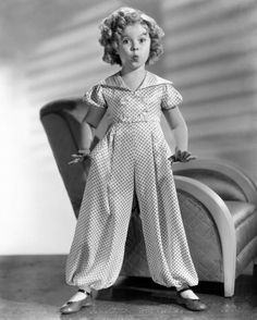 Adorable 30's fashion a la Shirley Temple.
