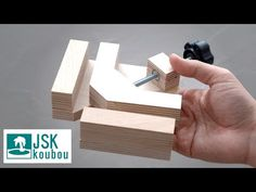 DIY Making a super accurate corner clamp from scrap plywood – Woodworking 2020 Woodworking Skills, Woodworking Projects Diy, Woodworking Tools, Wood Tools, Diy Tools, Plywood Projects, Air Conditioning Installation, Clamp, Planer