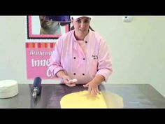 How to cover a cake with fondant - Using THE MAT