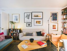 Los 11 Home Tour m�s visitados del 2014 Retro Lounge, Textiles, House Tours, Home Furniture, Gallery Wall, Home And Garden, Living Room, Interior Design, Architecture