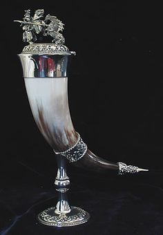 Drinking horn with dragon and knight