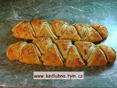 Program těsto.  Těsto rozdělíme na 4 díly, vyválíme placku, potřeme nádivkou a posypeme vegetou. Zavineme a znova potřeme nádivkou. Rozkrojíme... Baked Potato, Pie, Potatoes, Bread, Baking, Ethnic Recipes, Program, Food, Torte