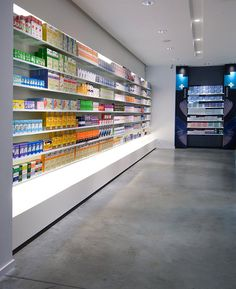 PHARMACIE / PARAPHARMACIE / agencement pharmacie design / retail / beauty / display / concept / Architecture Intérieure MAYELLE / Design Graphique APARTÉ / Photographie Pierre Rogeaux