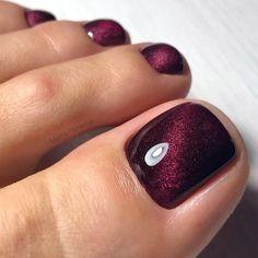 30 Toe Nail Art Designs to Keep Up With Trends - Femalinea Simple Toe Nails, Pretty Toe Nails, Summer Toe Nails, Cute Toe Nails, Gorgeous Nails, Gel Nails, Toenails, Fall Toe Nails, Pretty Pedicures