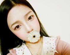 to be an Ulzzang (Girls) Straight browsStraight brows Smokey Eye Red Lips, Bold Eyeliner, Korean Natural Makeup, Korean Makeup Look, Asian Make Up, Korean Make Up, Korean Eyebrows, Straight Brows, Ulzzang Makeup