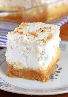 Pineapple Delight Dessert: Are you looking for the perfect dessert for a summer family reunion or pot luck ? This Pineapple Delight Dessert is so easy to make and feeds a crowd. 13 Desserts, Summer Desserts, Fudge, Pineapple Delight, Crushed Pineapple, Pineapple Desserts, Pineapple Recipes, Cake Recipes, Dessert Recipes