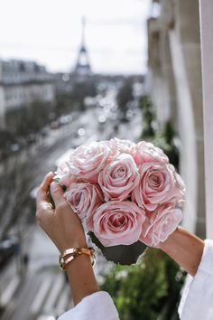 Pastel pink roses in Paris My Flower, Pretty In Pink, Pink Flowers, Flower Power, Beautiful Flowers, Flowers Wallpaper, Vintage Rosen, Photo Grid, Everything Pink