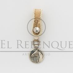 Llavero de cuero crudo con medalla Wordpress, Belly Button Rings, Jewelry, Leather Key Holder, Key Rings, Presents, Projects, Jewlery, Bijoux
