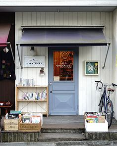 Little book store in the little old town of Tokyo ▫️▫️
