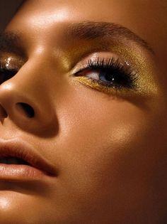 Deep tan with golden eyeshadow