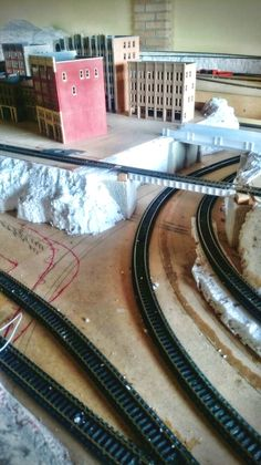 Model railroad ideas: Organize your supplies with the projects you generally make. You must find the opportunity to save time when considering your general organization. Ho Scale Trains, Ho Trains, Model Trains, Thing 1, Rolling Stock, Model Train Layouts, Best Model, Cozy House, Scale Models