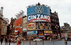 Piccadilly Circus, London, 1973 and I was there. London Pictures, Old Pictures, Old Photos, Vintage London, Old London, Little Britain, Piccadilly Circus, Vacation Places, Vacations