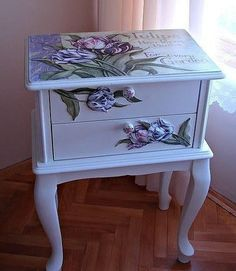 New furniture makeover diy decoupage ideas Decoupage Furniture, Hand Painted Furniture, Refurbished Furniture, Paint Furniture, Repurposed Furniture, Furniture Projects, Furniture Makeover, Decoupage Ideas, Furniture Design