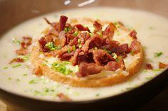 Het klassieke witloof met ham en kaas, maar deze keer in een velouté. Dat is een rijkelijke, romige soep die je bindt met een roux en een liaison.