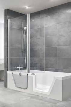 Step-in Pure lässt sich mit unterschiedlichen DUSCHOLUX-Duschwänden kombinieren - als Schiebe-, Pendel- oder Falttürvariante. Bathtub, Pure Products, Bathroom, Luxury, Standing Bath, Washroom, Bathtubs, Bath Tube, Full Bath