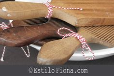 Objetos vintage y antiguos para decorar la cocina con un toque campestre. Palas para moldear manteca y....