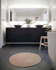 Bathroom Grey, Bathroom Design Small, Bathroom Interior Design, Bathroom Inspiration, Interior Inspiration, Bathroom Ideas, Funky House, Vibeke Design, Small Laundry Rooms