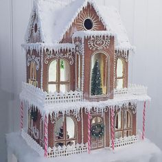 Superb Christmas gingerbread home concepts. Enhance gingerbread homes for Christmas this yr or simply look via the images to get adorning inspiration. Gingerbread House Designs, Gingerbread House Parties, Gingerbread Village, Christmas Gingerbread House, Noel Christmas, Christmas Goodies, Christmas Desserts, Christmas Baking, Christmas Crafts