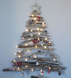 DIY Christmas Wall Decor Ideas for 2019 that spells out the Christmas joy in the most appropriate way - Saudos Driftwood Christmas Tree, Creative Christmas Trees, Modern Christmas Decor, Wooden Christmas Trees, Christmas Diy, Christmas Ornaments, Decorated Christmas Trees, Driftwood Christmas Decorations, Christmas Stairs