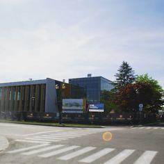 La nouvelle bibliothèque se situe à 10 minutes de Plateau Blainville. #Blainville #bibliothèque #plateaublainville