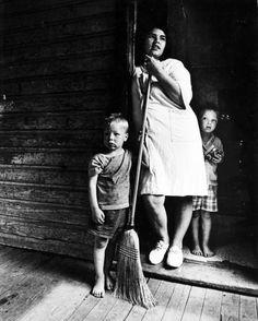 Appalachia Poor | 9164) Appalachian family, Hazard, Kentucky, 1972