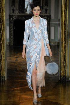 Ulyana Sergeenko Parigi - Haute Couture Fall Winter - Shows - Vogue. Fashion Week, Paris Fashion, Runway Fashion, High Fashion, Fashion Beauty, Fashion Show, Womens Fashion, Bouchra Jarrar, Ulyana Sergeenko