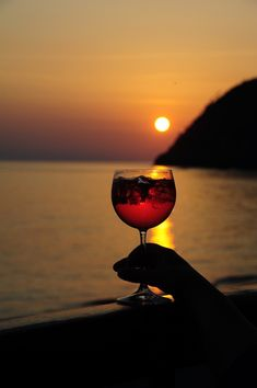 Wine Pics, Glass Photography, Background Images For Editing, Silhouette Photography, Creative Pictures, Aesthetic Photo, Beach Hotels, Trip Planning, Red Wine