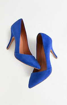 Carl Perkins left us all wanting a pair ofBlue Suede Shoes !!❥
