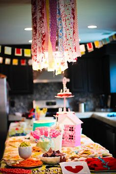 Alice in wonderland party decor <3 the pennants  streamers