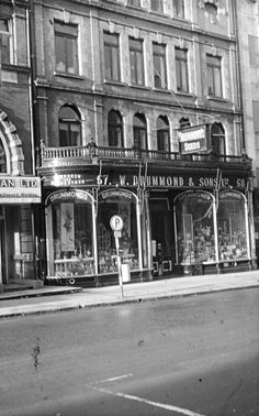 Drummond's Seeds, Dawson Street - now Hodges Figgis book shop Dublin Street, Dublin City, Castles In Ireland, Ireland Homes, Old Pictures, Old Photos, The Good Old Days, The Good Place, Images Of Ireland