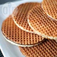 Stroopwafels (waffles holandeses) @ allrecipes.com.br - Waffle ao estilo holandês: bem fininho e recheado com um creme feito de melado. Tente fazer em casa!