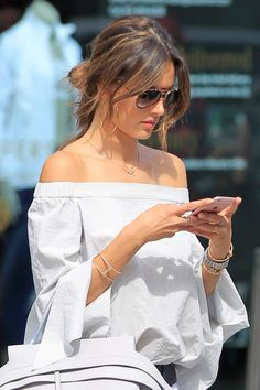Alessandra Ambrosio Casual Chic Outfit Shopping in Beverly Hills June 20 2016 at Rio Grande Do Sul, Moda Casual, Casual Chic, Alessandra Ambrosio Style, Creation Couture, Mode Style, Chic Outfits, Malta, Everyday Fashion