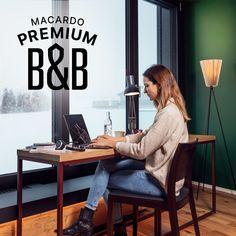 Home-Office in der Macardo Swiss Distillery - Gönnen Sie sich eine Abwechslung! Bei Macardo stehen Ihnen ab sofort fünf stilvolle Zimmer für das Home-Office zur Verfügung. Gönnen Sie sich oder Ihren Mitarbeitenden einen Eintages-, Zweitages- oder Wochenaufenthalt in unserer einmaligen Location, eingebettet in die Thurgauer Landschaft. Fünf B&B-Zimmer können ab sofort für das Home-Office mit Rundumservice gebucht werden. Da unser Angebot sehr exklusiv und begrenzt ist, werden Sie bei Macardo… Ab Sofort, Location, Home Office, Desk, Furniture, Home Decor, Scenery, Desktop, Decoration Home