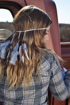Ready for Tailgating Season? Rock these feather headpieces to stand out in the crowds Country Concert Fashion, Country Concerts, Feather Headpiece, Headdress, Sea Queen, Sorority Bid Day, Gold Tips, Festival Wear, Bohemian