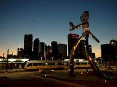 traveling man sculpture, Dallas