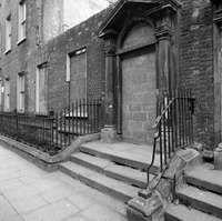 7 York Street, in state of disrepair, Dublin Old Pictures, Old Photos, Dublin City, York Street, Dublin Ireland, 1970s, Antique Photos, Vintage Photos, Old Photographs
