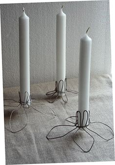You will either love these or hate these folk wire work candle holders. I've always loved wire work and the more authentic folk art so you know where I stand. Tutorial at esprit cabane here. Deco Luminaire, Wire Hangers, Chicken Wire, Wire Crafts, Diy Candles, Candle Making, Metal Art, Candlesticks, Christmas Diy
